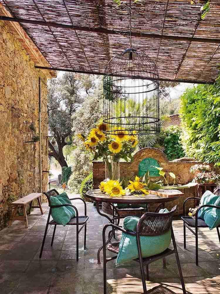 Idees Deco Terrasse Couverte De Style Champetre Amenagee Avec Des