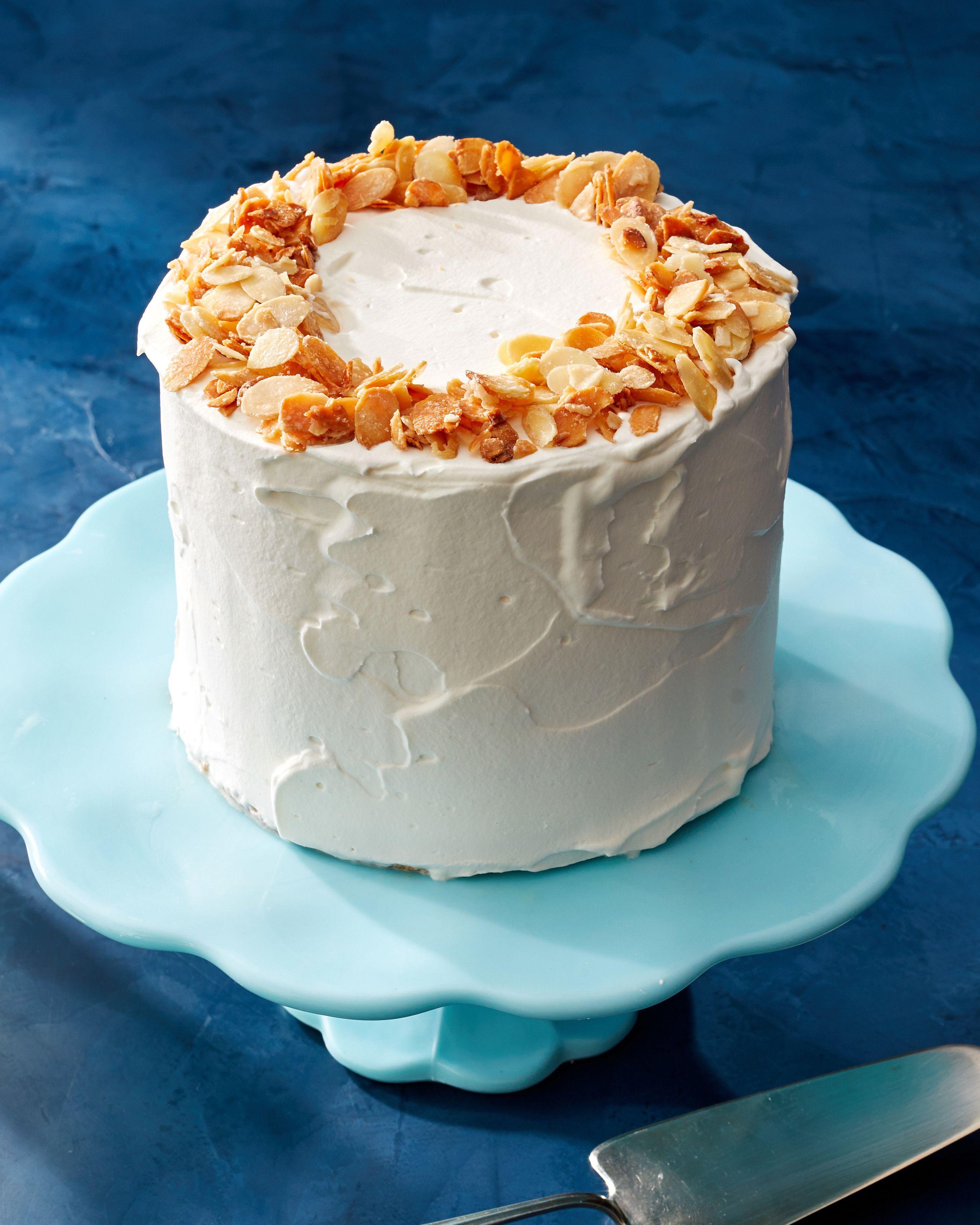Almondcrunch ice cream cake in 2020 eiskuchen eistorte