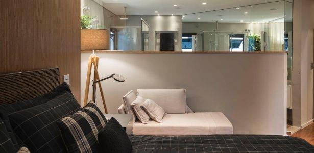 Reforma em apê com quase 300 m² integra quarto e banheiro com pano de vidro