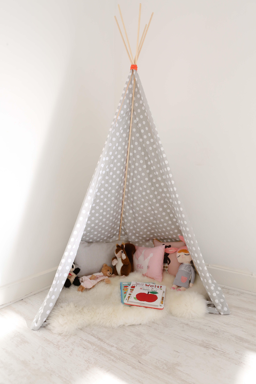 Diy kinderzimmer trend tipi einfach selbst bauen kinderzimmer kinderzimmer kinder zimmer - Zelt kinderzimmer ikea ...
