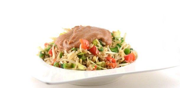"""Dit is het recept voor vegetarische nasi. Nasi is de Indonesische en Maleisische term voor gekookte rijst. In Nederland wordt de term nasi (soms geschreven als """"nassi"""") vaak gebruikt om het gerecht nasi goreng aan te duiden."""