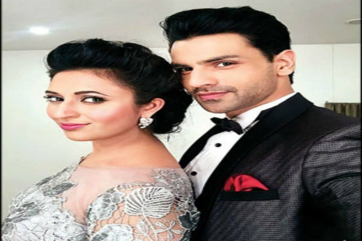 Divyanka Wedding Hairstyle In 2020 Wedding Hairstyles Wedding Pictures Wedding