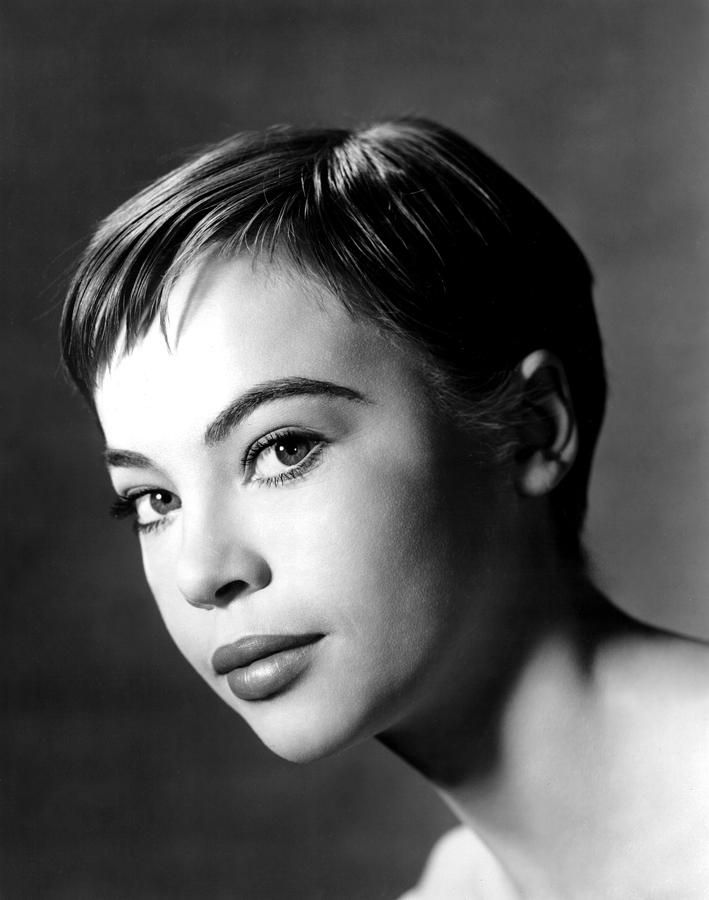 Leslie Caron Nude Photos 38