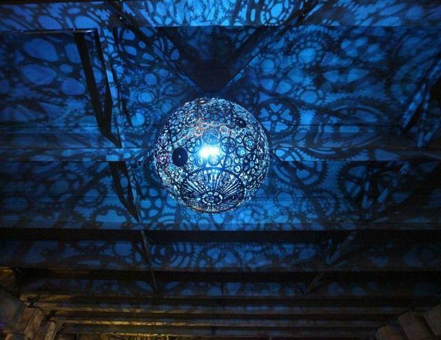 lampen selber machen blaues licht sorgt f r disco fieber ungew hnlich upcyceln lampen diy. Black Bedroom Furniture Sets. Home Design Ideas