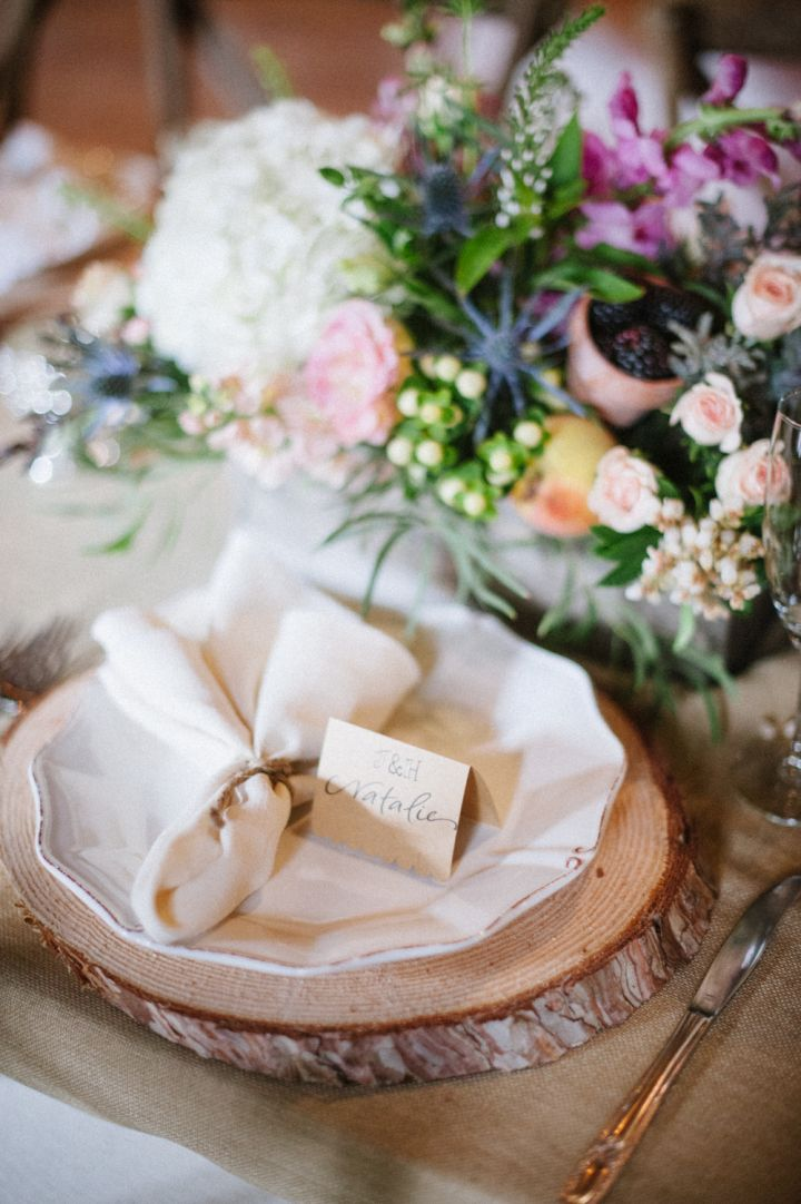 Rustic wedding place setting | fabmood.com #wedding #rusticwedding #weddingstyle #ido #weddinginspiration