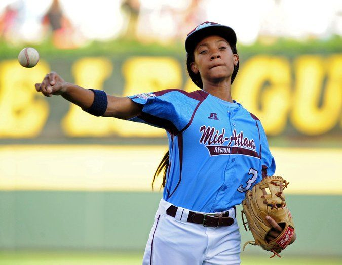 Mo Ne Davis Shows The World How To Throw And Run And Bat Like A Girl Davis And Her Team Little League Sports Illustrated Covers Hampton University