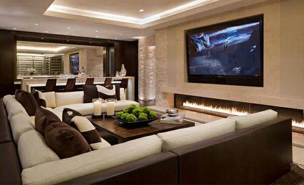 Schicke Wohnzimmer Einrichten Braun Sofas Fernseher (599×365)