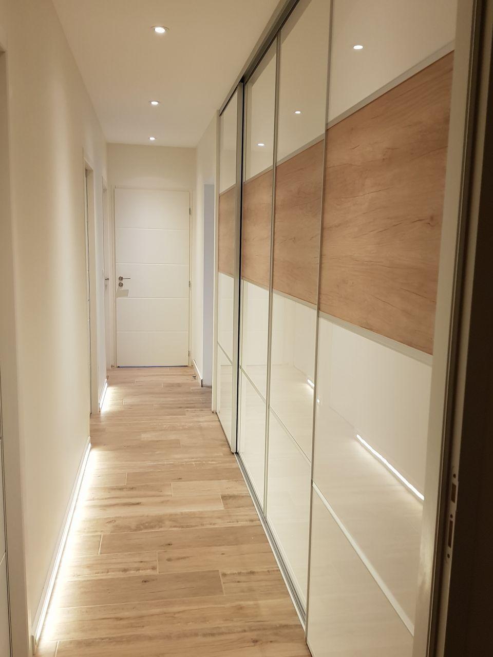 Porte Coulissante Couloir Pose Carrelage Imitation Parquet Carrelage Imitation Parquet Idees Pour La Maison