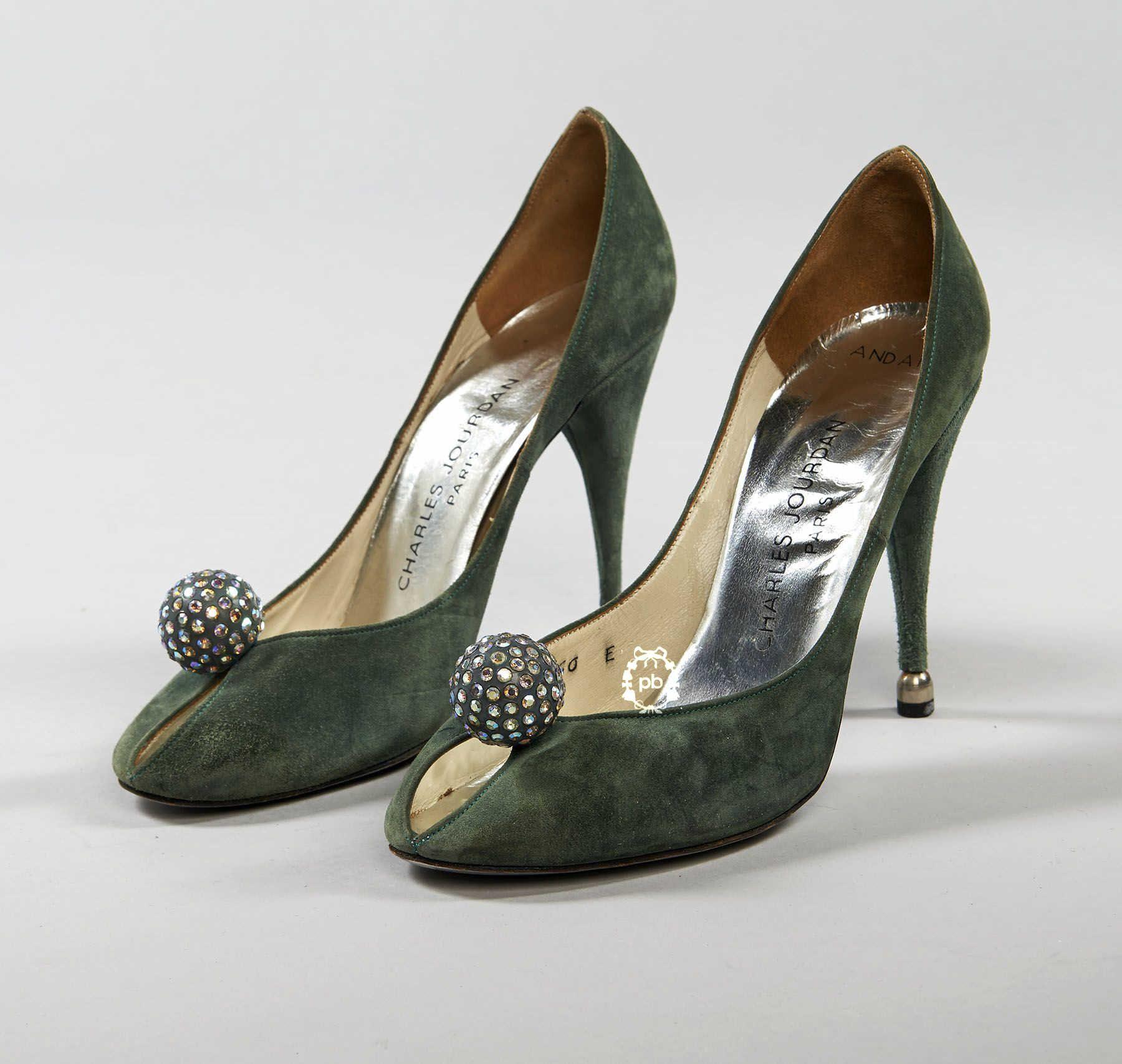 Charles Jourdan c, 1970/71 'Escarpins du soir en daim jade, bouts
