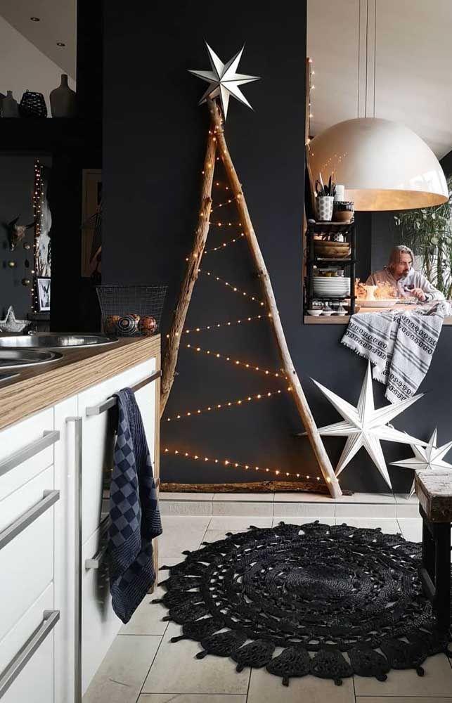 A Estrela Dourada Finaliza Essa Arvore De Natal De Parede Feita