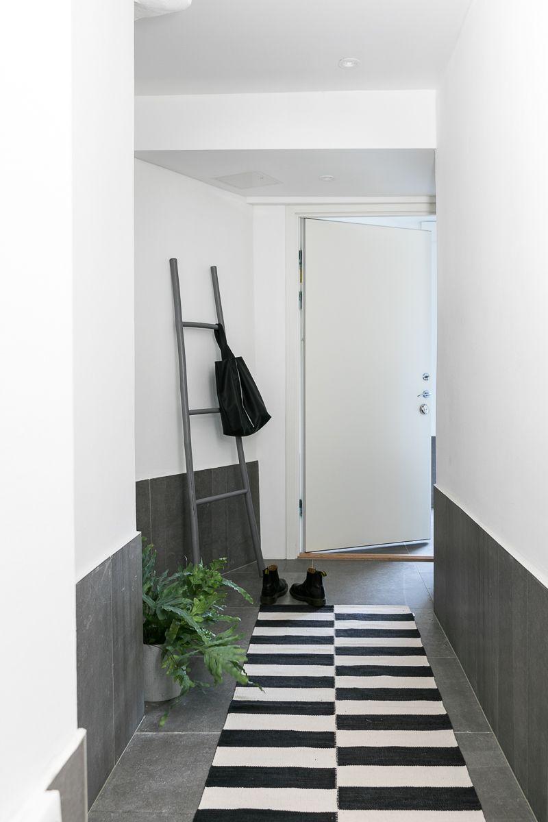 Une entr e de maison ou appartement moderne gris for Deco entree blanc