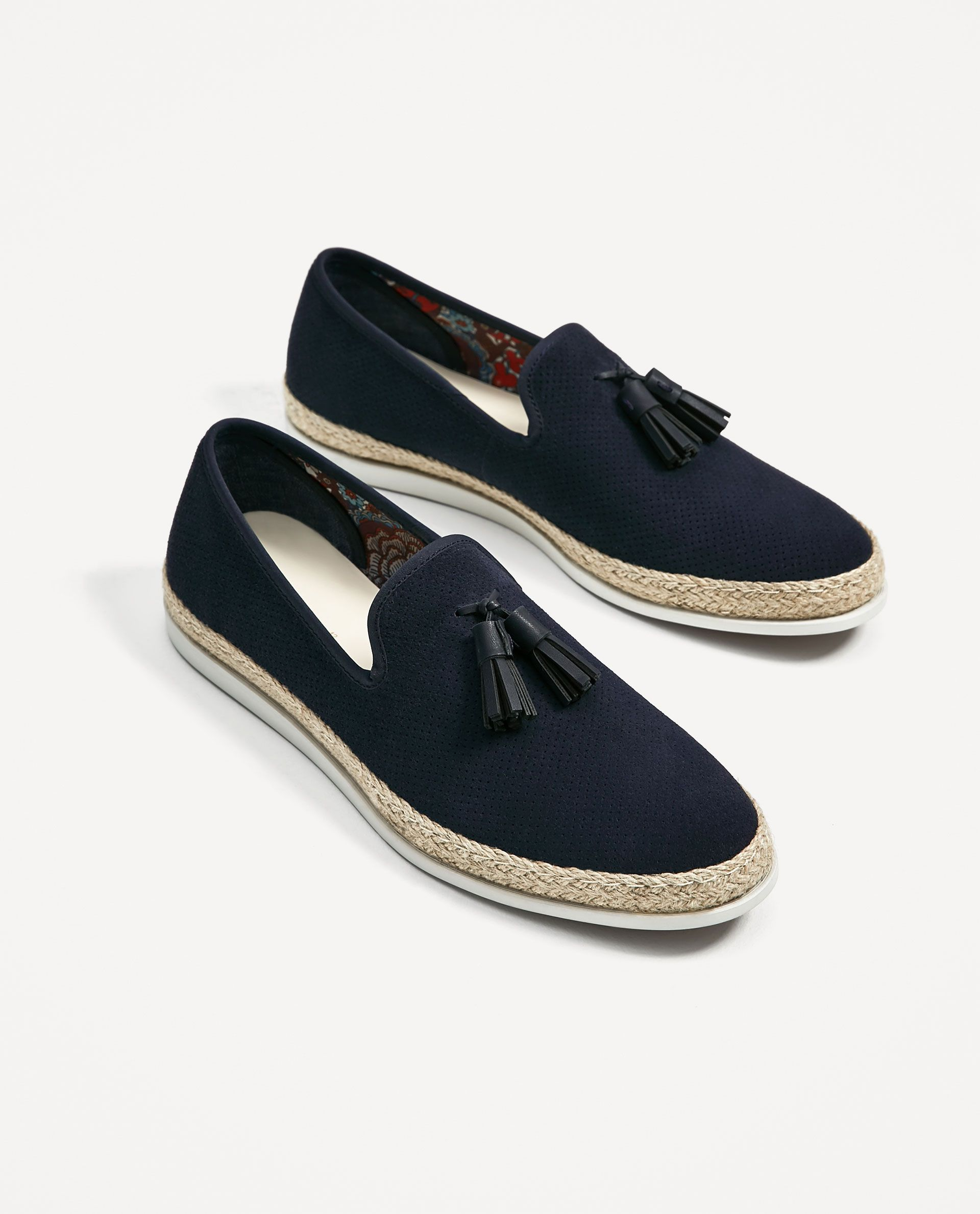 MOCASÍN PIEL AZUL SUELA YUTE is part of Shoes - Mocasín piel serraje  Color azul marino  Suela con combinación de materiales y yute natural  Detalle de grabado en la piel y doble borla en empeine