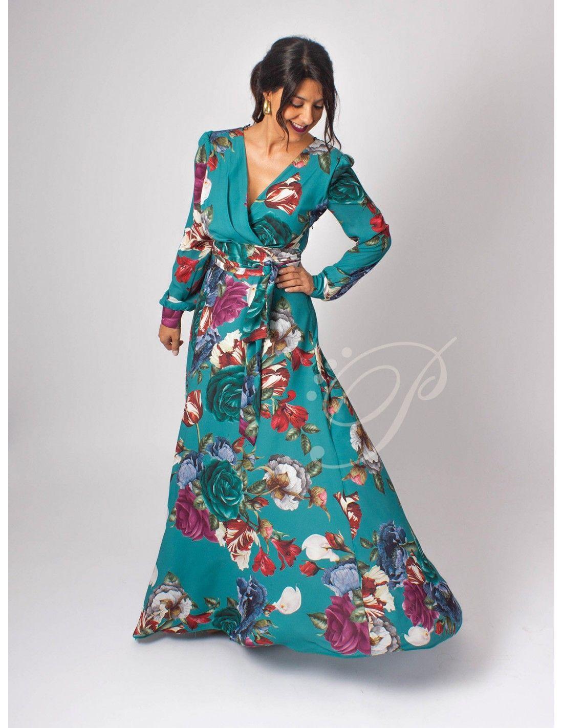 7b2554cd1c Vestido Algarve - Vestido largo en color verde con estampado de flores.  Escote en pico