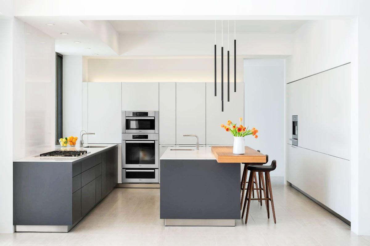 9 Gorgeous Grey and White Kitchens that Get Their Mix Right ...