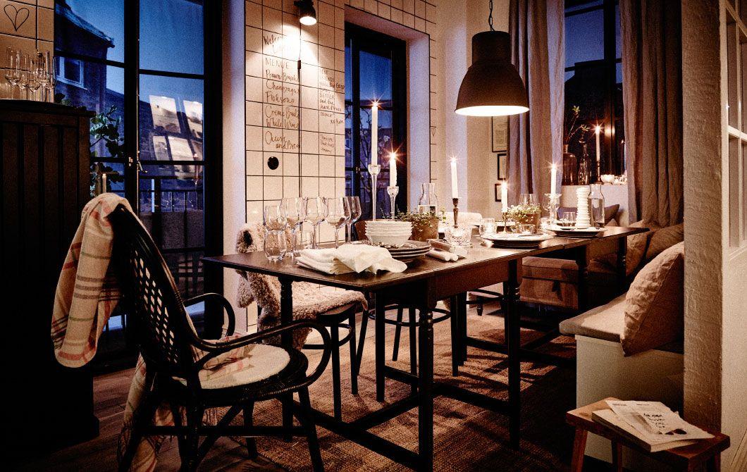 Dieser Essplatz ist nicht nur ideal für Partys oder ein Essen mit Freunden. Dank des Klapptisches lässt er sich auch verkleinern und schafft so Platz für andere Dinge.