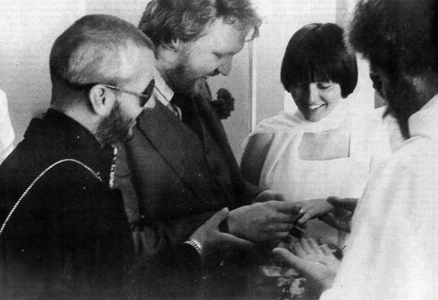 Harry marries Una with Ringo standing up for Harry