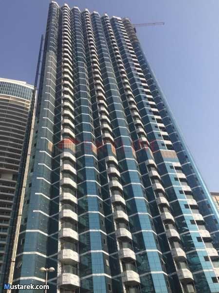 للبيع شقة في دبي تطل علي شارع الشيخ زايد منطقة بحيرات الجميرا جاهزة للتسليم غرفتين و2 حمام مجهزة علي اعلي مستوي موقف سيارات بسعر خي Skyscraper Poster Landmarks