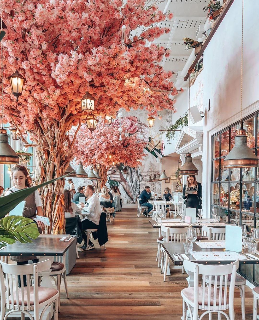Pretty Little London On Instagram Happy Sunday From This Pretty Spot Photo By Wear Juti Restaurant Decor Bar Design Restaurant Coffee Shops Interior