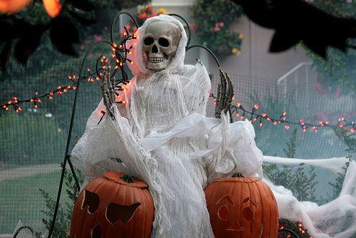 Halloween Decor Halloween ideas ~ Cute  Creepy! Pinterest