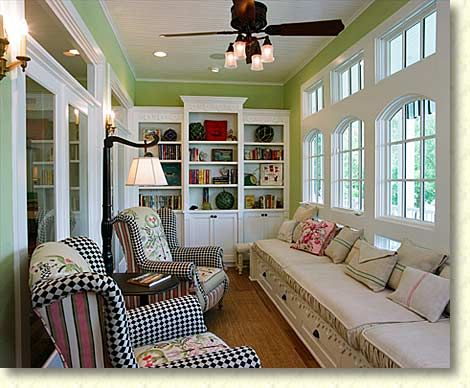 Smaller Sun Room With Built Ins And Pretty Windows Yes Please Florida Room Decor Living Room Furniture Layout Sunroom Decorating