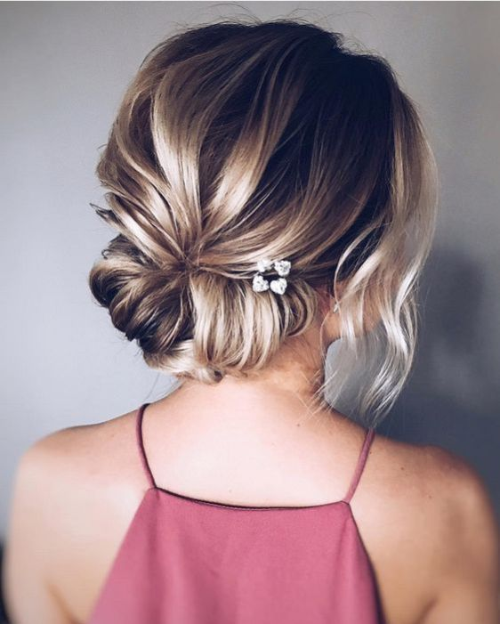 25 Easy And Chic Wedding Guest Hairstyles #WeddingGuest #WeddingHair #Hairstyle