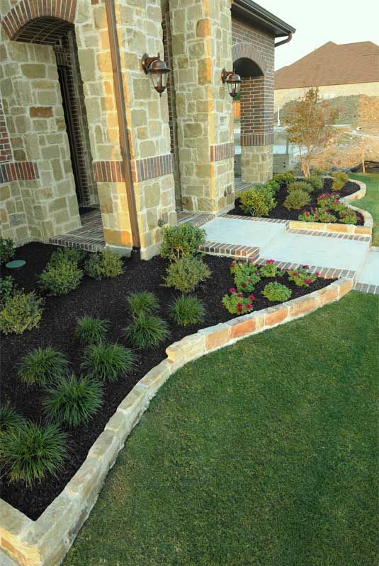 Black mulch landscaping pics black rubber mulch residential landscaping front yard ideas - Tips using rock landscaping ...