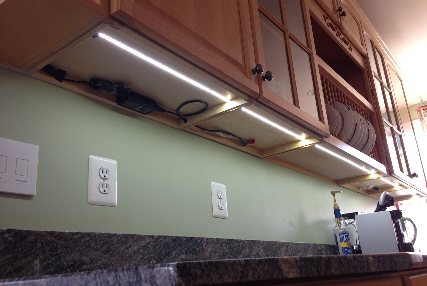 kitchen cabinet led lighting connected