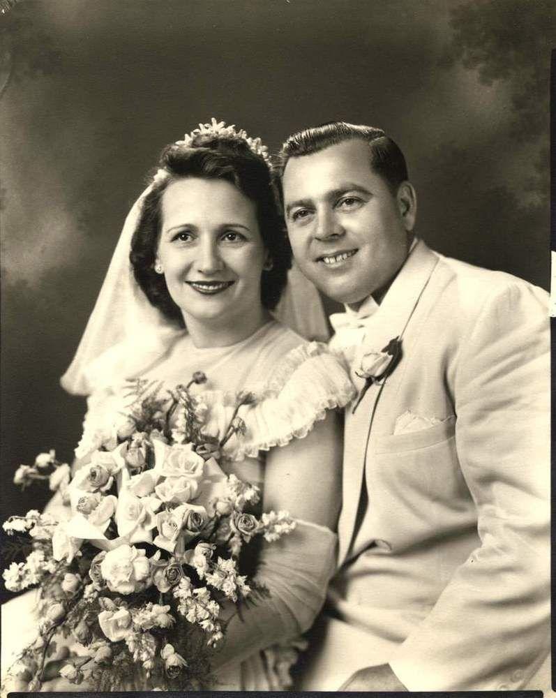 Vintage 40s Wedding photo portrait of bride & groom | 40s wedding ...