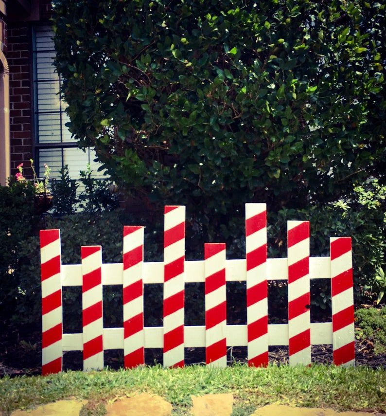 Christmas Picket Fence -   18 christmas decor outdoor fence ideas