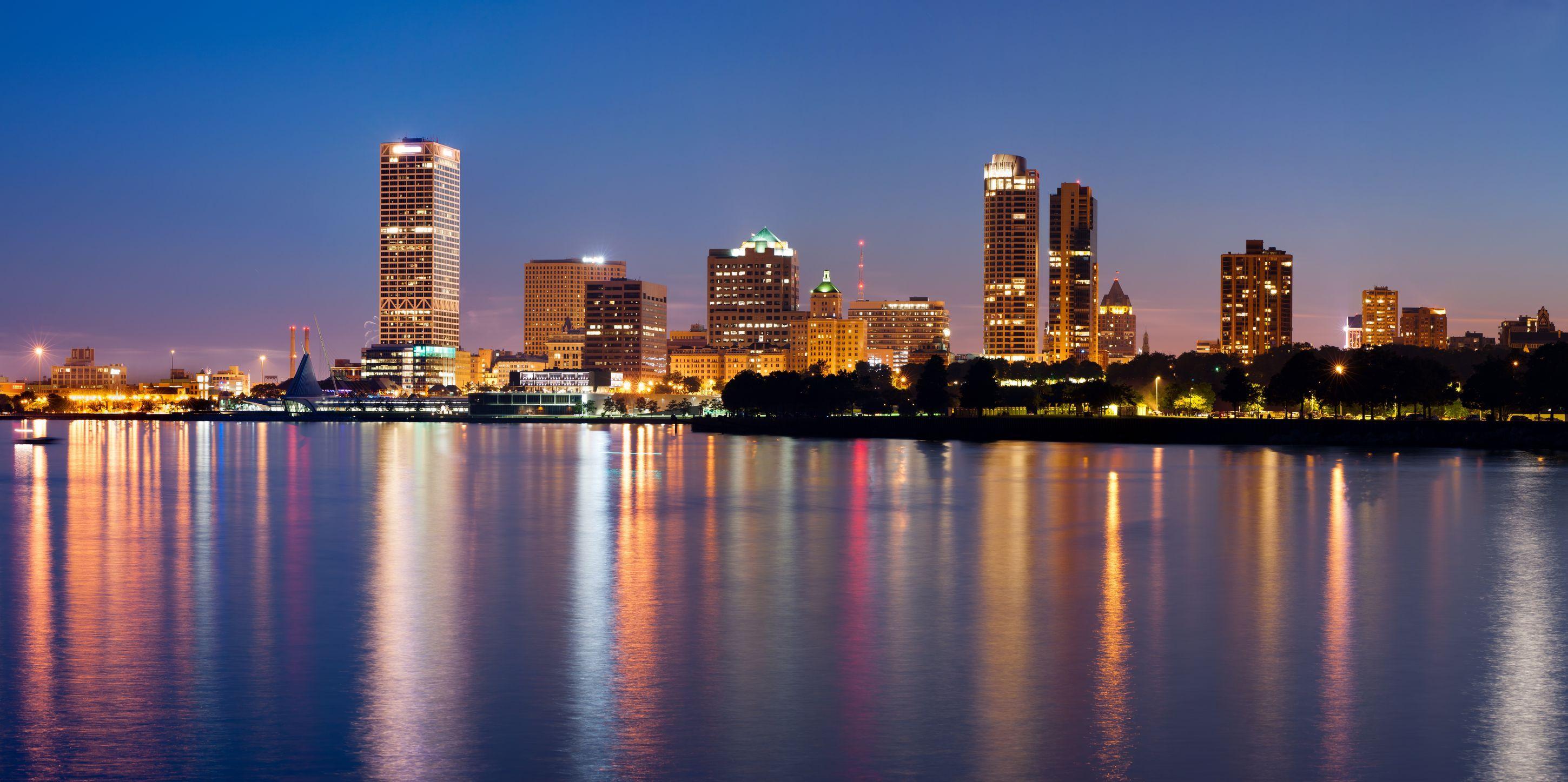 7 Reasons Why I Love The City Of Milwaukee Milwaukee Skyline Milwaukee City Skyline