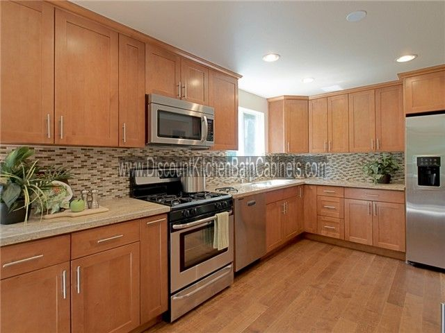 Maple Shaker Cabinets But Example Of A Floor That Matches Too Closely Elizabeth Maple Kitchen Cabinets Shaker Style Kitchen Cabinets Shaker Kitchen Cabinets