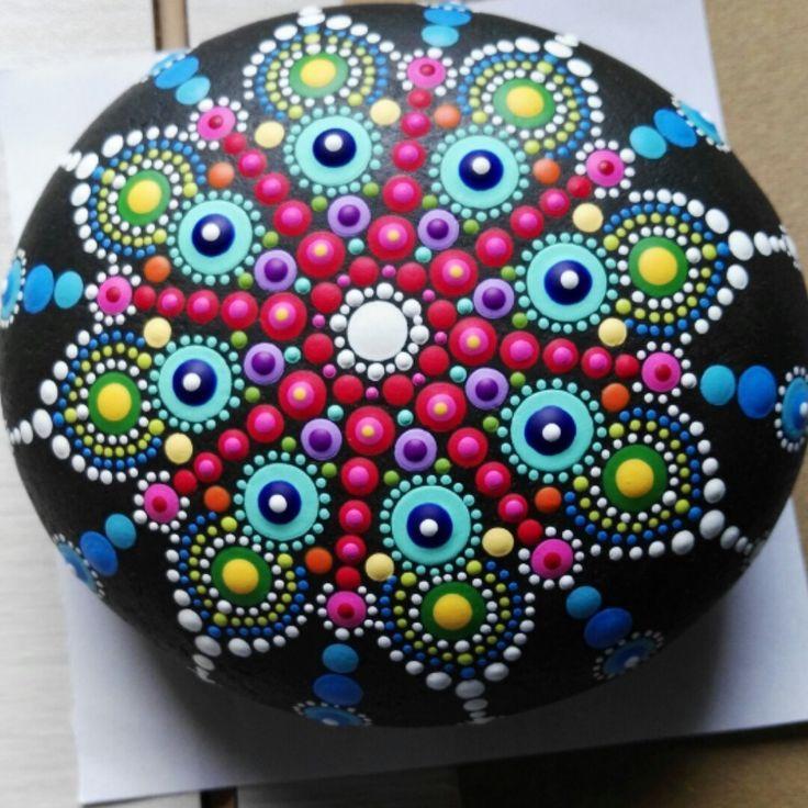 150 Disenos De Mandalas Para Decorar Macetas Paredes Mesas Sillas Piedras Mandalas Piedras Mandalas Rocas Mandala Disenos De Mandalas