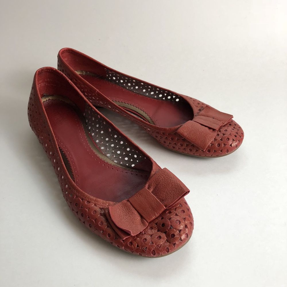 b35fc145f56 Clarks Artisan Shoe Metallic Red Ballet Flat Bow Slip On size 9 ...