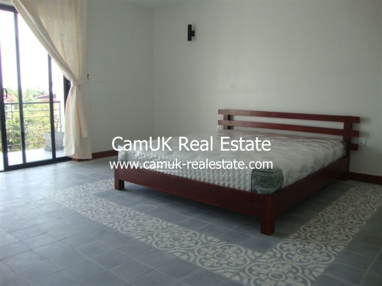 $550 Per month - An apartment for rent is located in Svay Dangkum commune, Siem Reap town. This single unit comes with the balcony, garden, fully furnished and a parking port. The bedroom comes with air-con, a wardrobe and an en-suite bathroom with hot shower. Furthermore, the living room comes furnished and a nice sofa set with a television …
