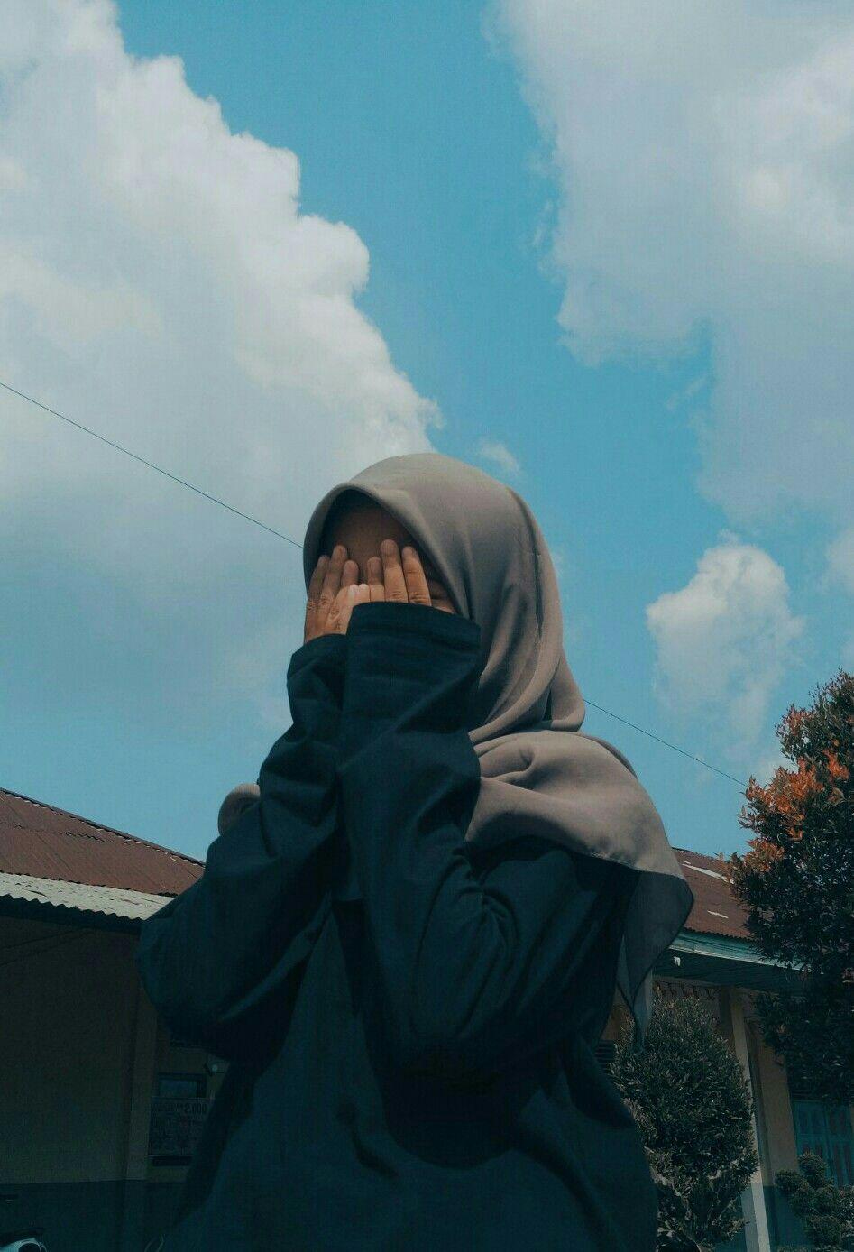 Foto profil wa keren tentunya dapat membuat tampilan akun whatsapp kamu terlihat aesthetic dan kece di mata pengguna lain saat chattingan. 200 Hijab Ideas Potret Diri Fotografi Gaya Remaja