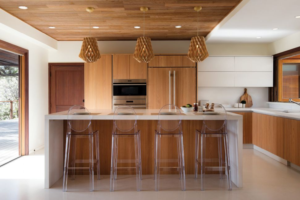 Warm Tones And Modern Notes Blend In This Diamond Head Kitchen In