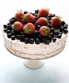 Tarta de Merengue helado con frutos del bosque , Esta es una receta deliciosa y perfecta para cualquier fiesta infantil, aunque a veces no hace falta que sea una ocasión especial para preparar una t...