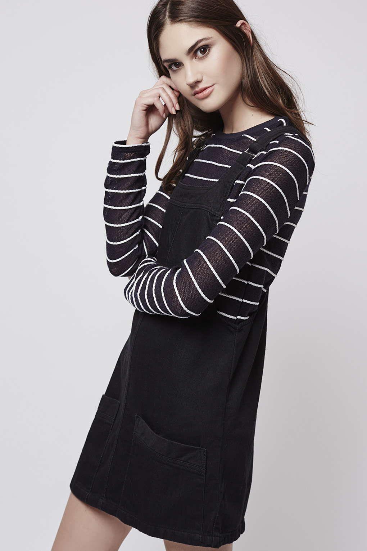 Mini robe tablier en jean Petite - Robes - Vêtements - Topshop
