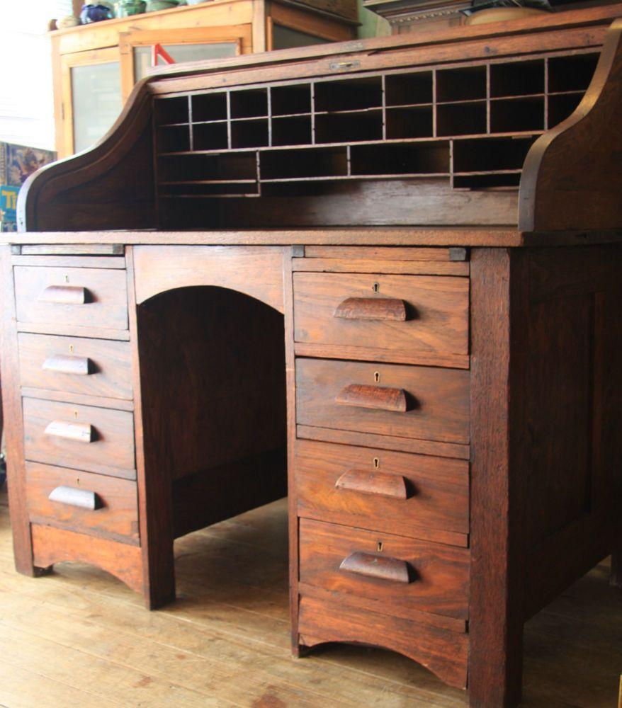 Attractive American Cutler Oak Roll Top Desk
