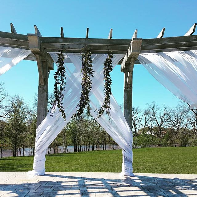 Draping With Hanging Vines. So Pretty