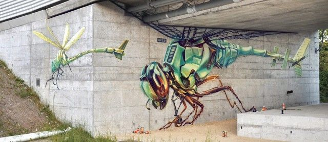 UU Represented by SOON and member of the illustrators collective Schwarzmaler, Swiss street-artist Remo Lienhard (aka Wes 21) masters the spray bomb and imagines monumental frescos on walls : hybrid motorized animals or spaceships coming from a sci-fi movie.