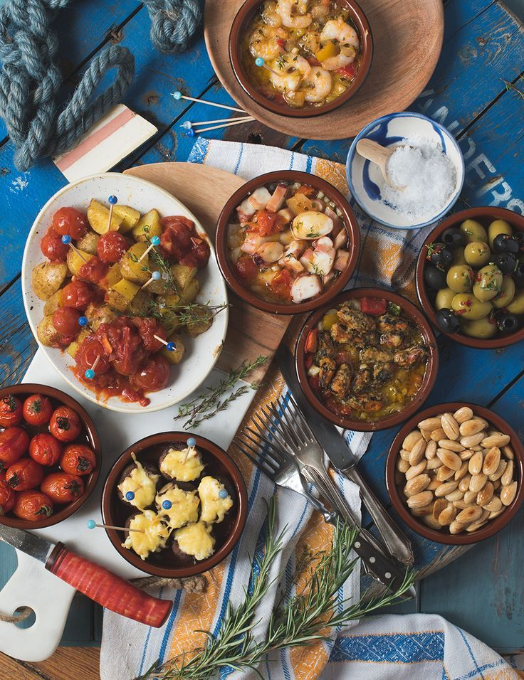 Genial einfacher Tapas Abend, Frutti di Mare, Patatas Bravas, Salzmandel #brochetteapero