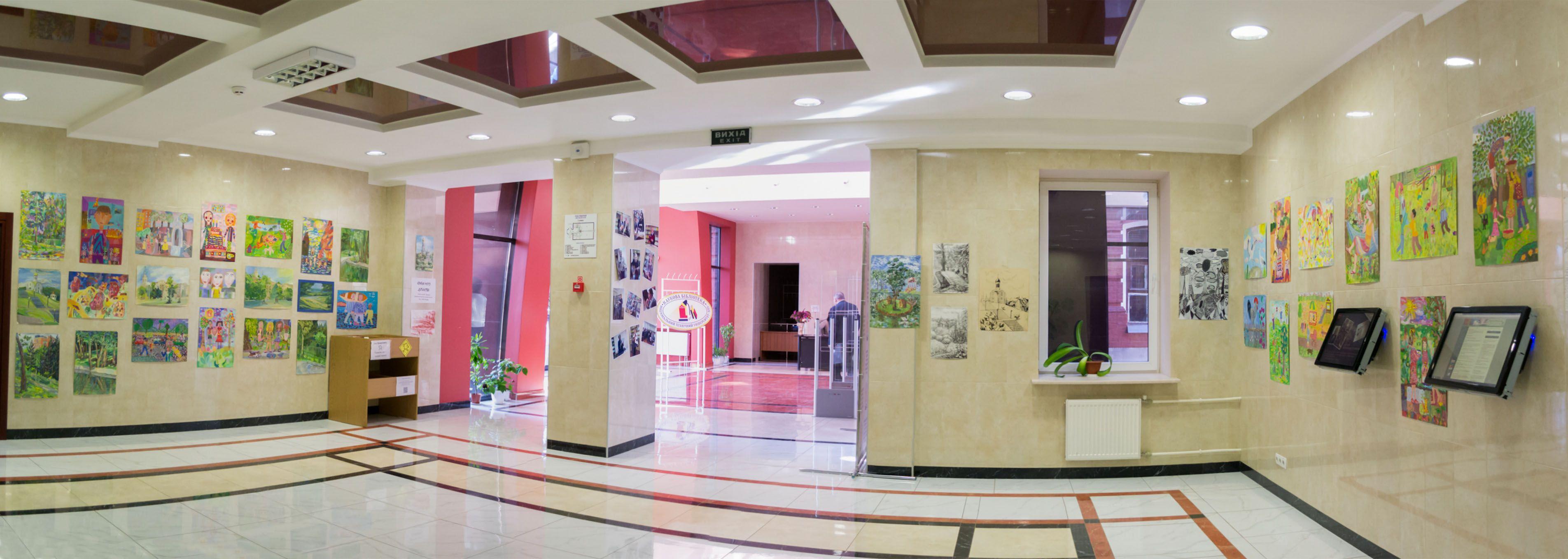 Панорама виставки у холі бібліотеки