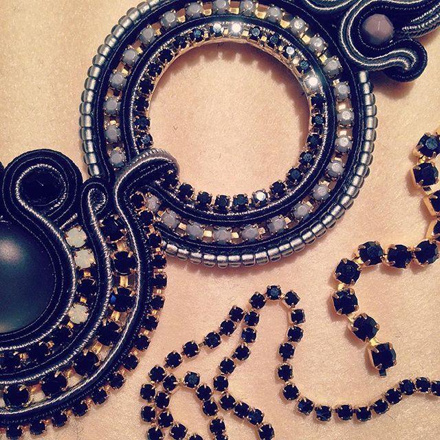 """""""Cose da fare mentre fuori piove""""✨#mistralnecklace #grey  #veroniquecreazioni #collezioneMeraviglia #amore #accessori #style #love #shopping #solocosebelle #soutache #shoppingonline #fashion #fattoamano #fashionista #handmade #moda #makeup #madeinitaly #italia #instacool #instacute #ootd #outfit #orecchini #design #bijoux #beauty #picoftheday #jewels"""