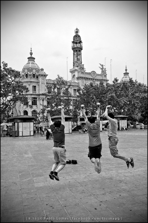 """""""Jump"""" [2013 - Valencia - Espanha / España / Spain] #fotografia #fotografias #photography #foto #fotos #photo #photos #local #locais #locals #cidade #cidades #ciudad #ciudades #city #cities #europa #europe #pessoa #pessoas #persona #personas #people #street #streetview"""