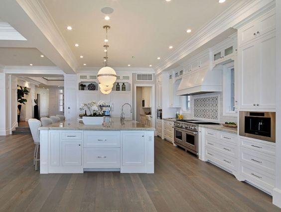 White Cape Cod Beach House Design Beach Cottage Kitchens Beach House Kitchens Cottage Kitchens