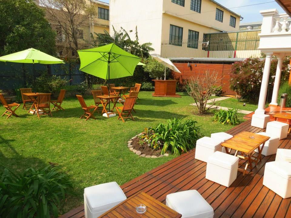 Jardin Con Livings Y Mesas Salon De Eventos Terraza Eventos Salon De Eventos Infantiles