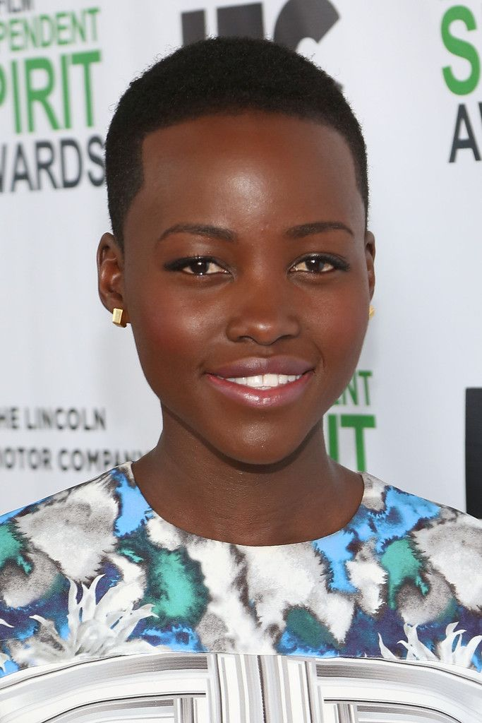 Lupita Nyongo Looking Extraordinarily Beautiful As She Collects One Award After Another Natural Hair Styles Beautiful Natural Hair Short Natural Hair Styles
