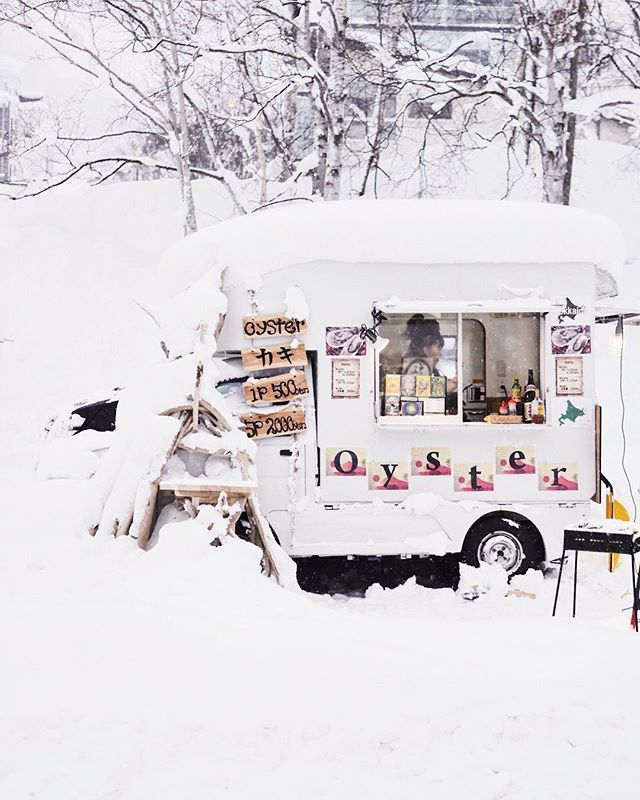 The cutest little oyster van. Not sure its really what I feel like at the end of a very snowy day but oh so cute all the same.