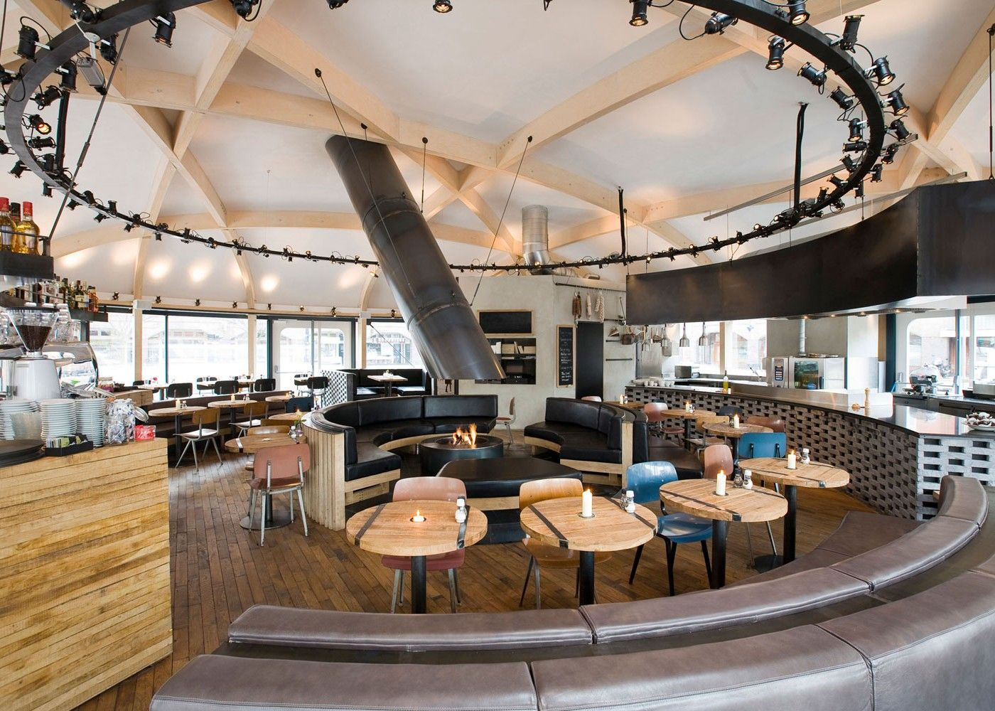 Cafe zurich amsterdam designed by tank cafe zurich for Interior decoration zurich